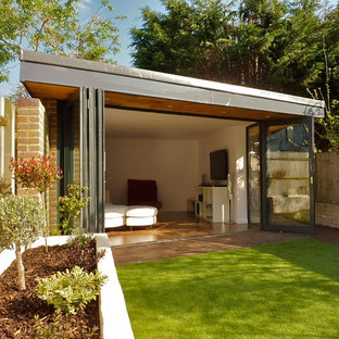 Contemporary shed and granny flat in London.