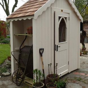 Inspiration för ett litet vintage trädgårdsskjul