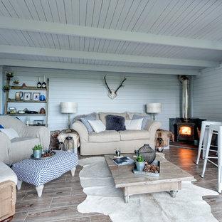 Exemple d'un grand abri de jardin séparé scandinave.