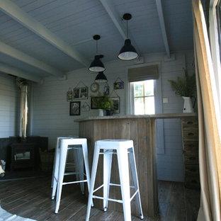 Exemple d'une grand maison d'amis séparée scandinave.