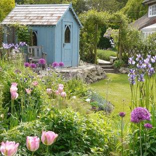 他の地域のトラディショナルスタイルのおしゃれな物置小屋・庭小屋の写真