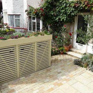 Exemple d'un petit abri de jardin tendance avec un abri de jardin.