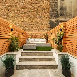 Cette image montre un jardin arrière design.
