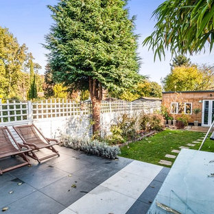 Medium sized contemporary back garden in Hertfordshire.