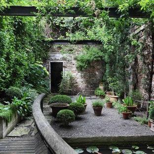 Industrial Garten mit Kübelpflanzen in London