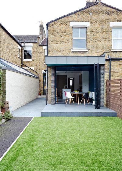 Contemporary Garden by ARCHEA Ltd