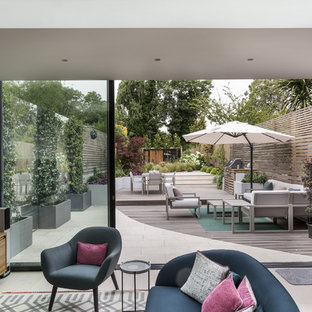 This is an example of a medium sized contemporary garden in London.