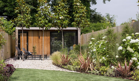 UK Garden Tour: Soft Curves Make a Long, Narrow Plot Feel Wider