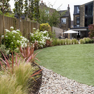 A contemporary curved designer garden
