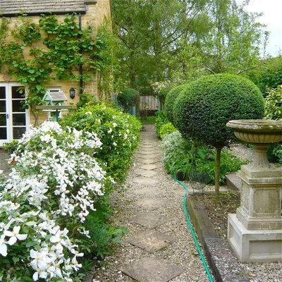 Shabby-chic Style Garden by Joanne Alderson Design