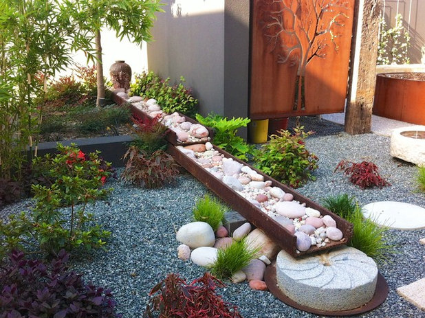 コンテンポラリー 庭 by sustainable garden design perth
