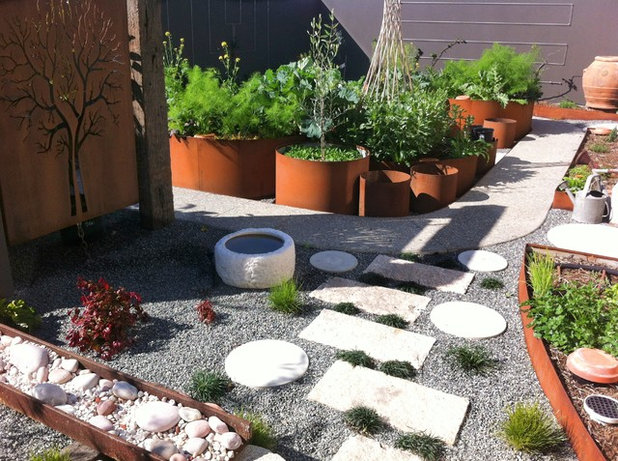 Современный Сад by sustainable garden design perth