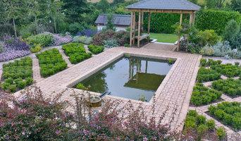 Alhambra styled garden
