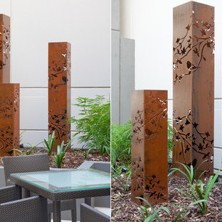 Design ideas for a small contemporary full sun courtyard landscaping in Melbourne.
