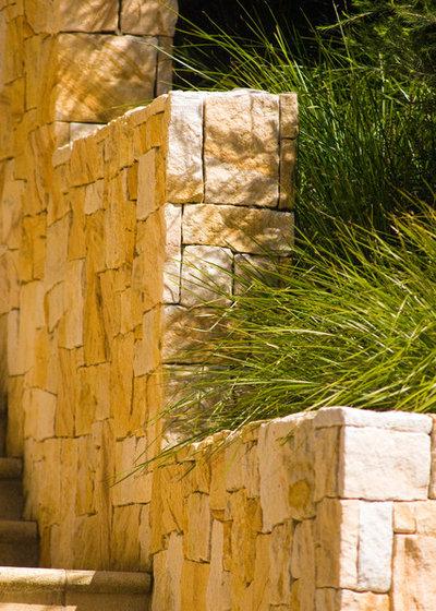 Transitional Garden by Joanne Green Landscape & Interior