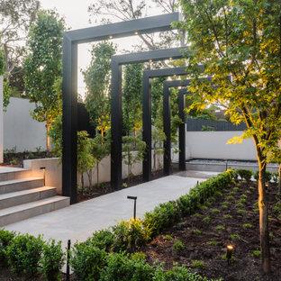 Contemporary garden in Melbourne.