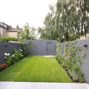 Idée de décoration pour un jardin arrière nordique.