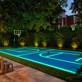 Contemporary back garden in London with an outdoor sport court.