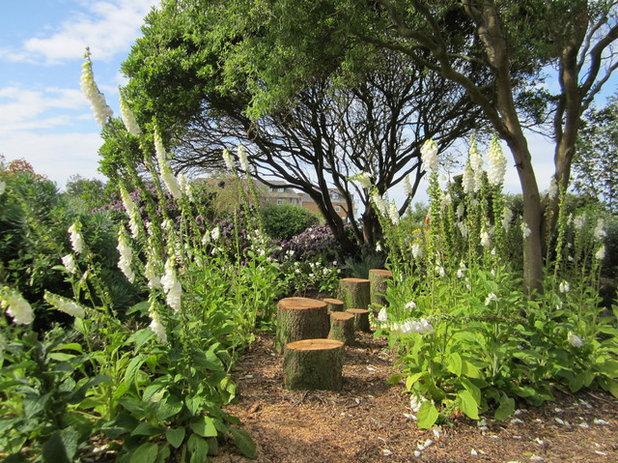 ラスティック 庭 by Helen Rose Wilson Garden Design