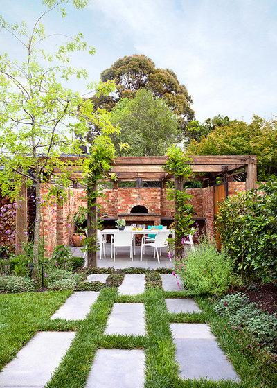 Contemporary Landscape by Ian Barker Gardens