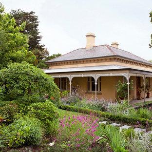 メルボルンのトラディショナルスタイルのおしゃれな庭 (庭への小道) の写真