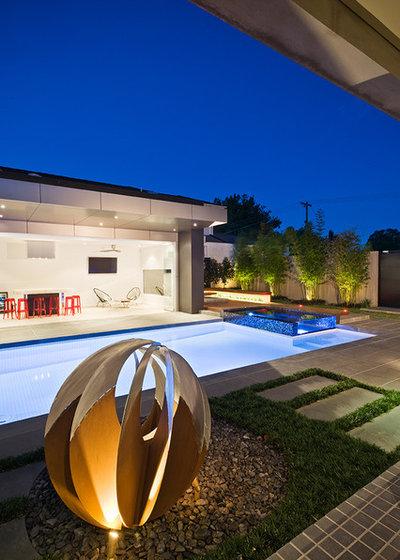 Contemporary Garden by C.O.S Design