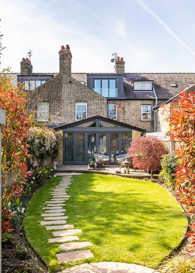 Eclectic Garden by Sara Slade Interiors
