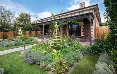 An Edible Cottage Garden With a Pleasing Symmetry