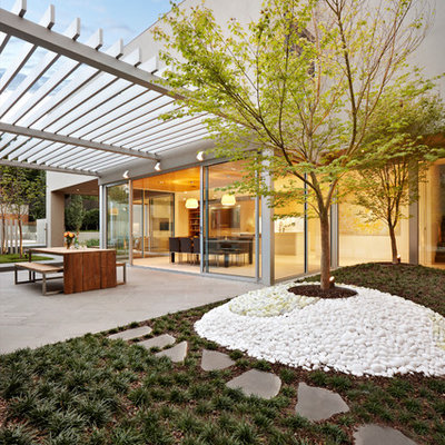 This is an example of a mid-sized contemporary backyard garden path in Melbourne.