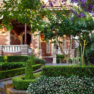 Inspiration for a traditional front yard garden in Sydney.