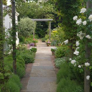 Esempio di un giardino chic