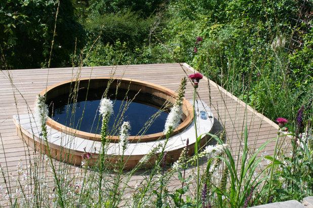Country Garden by Abigail Hazell Landscape & Garden Design Ltd.
