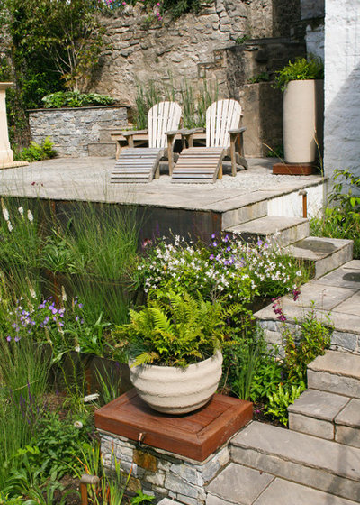 Country Garden by Abigail Hazell Landscape & Garden Design Ltd.