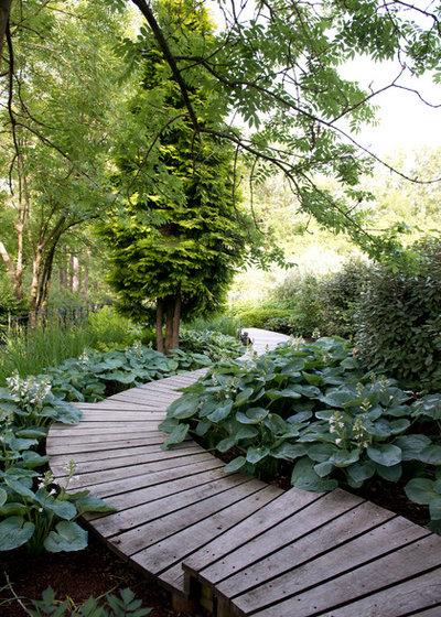 Lantlig Trädgård by The Garden Design Company