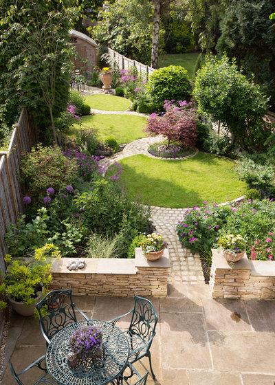 Traditional Garden by Green Tree Garden Design Ltd