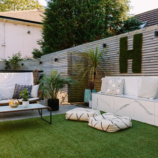 Photo of a medium sized contemporary garden in London with a wood fence.