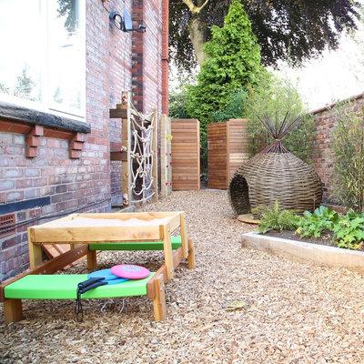 Modern Garden by Poppyhead Consultancy