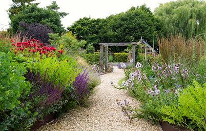 Garden Tour: A Bungalow's Country Garden Gains Modern Touches