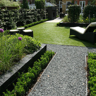 Photo of a contemporary landscaping in London.