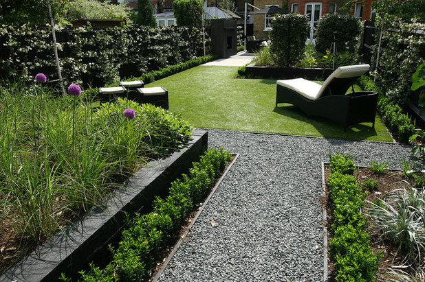 Contemporary Garden by The Garden Builders