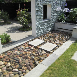 Inspiration For A Small Contemporary Full Sun Backyard Stone Landscaping In  London For Summer.