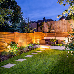 Inspiration for a contemporary back garden in London.