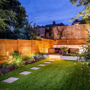 ロンドンのコンテンポラリースタイルのおしゃれな裏庭の写真