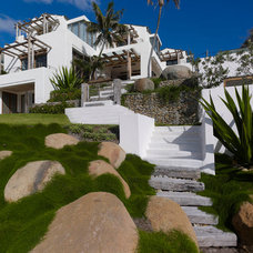 Tropical Landscape by JPR Architects