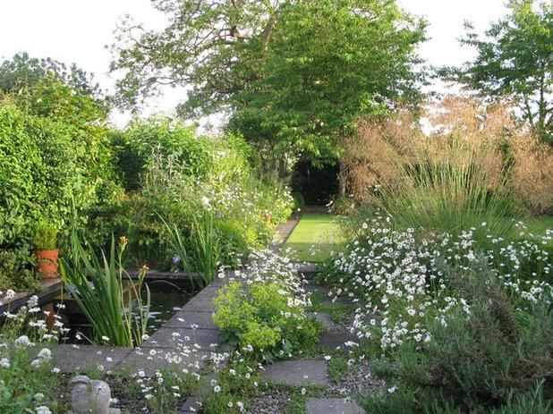 Traditional Garden by Pacey-Buck Garden Design