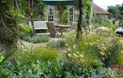 7 Pollinator-Friendly Gardens to Inspire Your Summer Borders