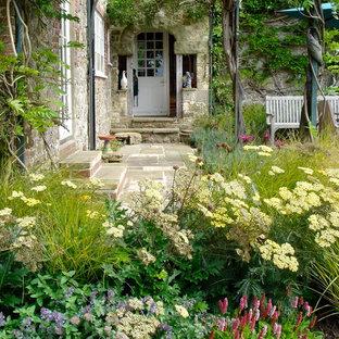 Cette image montre un jardin avant rustique.