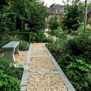 Inspiration for a large classic back garden in London with gravel.