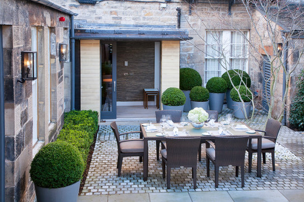 Transitional Garden by James Hutchison Garden Design