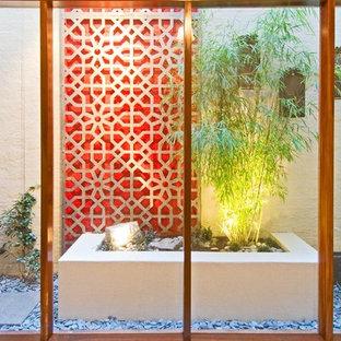 メルボルンのコンテンポラリースタイルのおしゃれな庭の噴水の写真